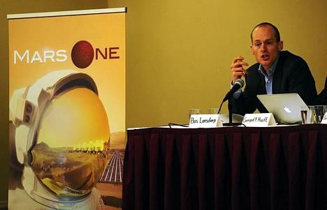 Mars Onen toimitusjohtaja Bas Lansdorp puhui avaruusohjelman lehdistötilaisuudessa huhtikuussa.
