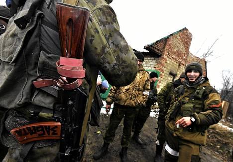 Venäjän-mielisiä separastisteja Debaltseven kaupungin alueella maanantaina.