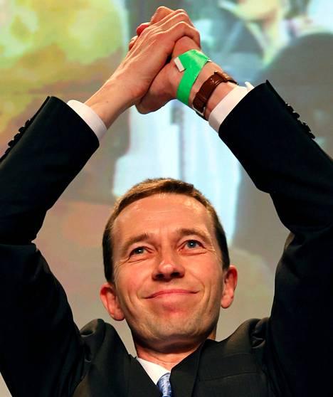 Bernd Lucke valittiin uuden puolueen puheenjohtajaksi.