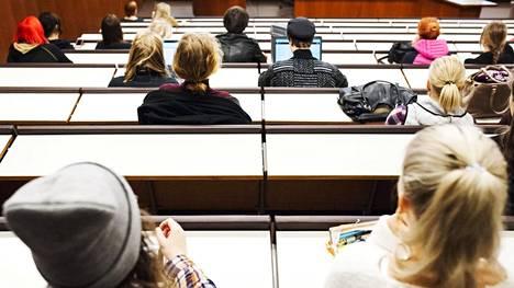Etenkin yli 25-vuotiaiden korkeakouluhakijoiden määrä kasvoi tänä vuonna selvästi.