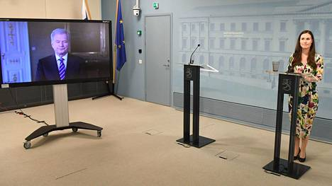 Pääministeri Sanna Marin esitteli valtioneuvoston Suomi toimii -kampanjan 17. huhtikuuta. Tilaisuuteen osallistui myös tasavallan presidentti Sauli Niinistö videoyhteyden avulla.