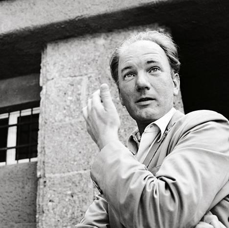 Kirjailija Thomas Bernhard kuvattuna Salzburgissa Itävallassa 1970-luvun alussa.