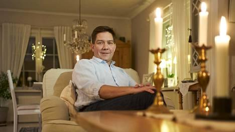 Thomas Blomqvist kotonaan Tenholassa. Talo on hänen isoisänsä rakentama.