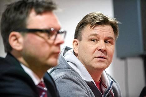 HIFK:n urheilujohtaja Tom Nybondas ja Raimo Summanen istuivat rinnastusten kuukausi sitten, kun Summasen valmennuspesti julkistettiin.