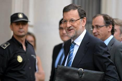 Espanjan pääministeri Mariano Rajoy saapui parlamentin kuultavaksi Madridissa torstaina.