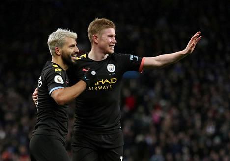 Manchester City kuuluu Euroopan rikkaimpiin seuroihin. Kuvassa Sergio Agüero ja Kevin de Bruyne.