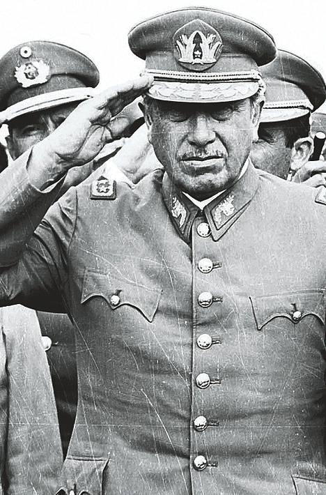 Augusto Pinochet vuonna 1975