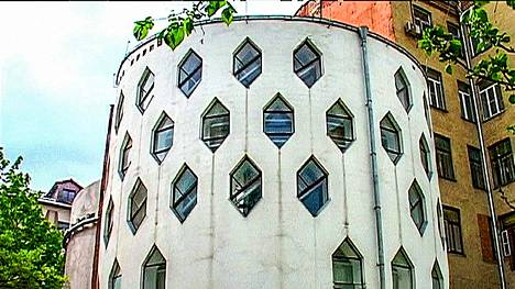 Sarjan toisessa osassa esitellään arkkitehti Konstantin Melnikovin sylinteritalo Moskovassa.