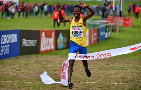 Robel Fsiha juhli maastojuoksun Euroopan mestaruutta 8. joulukuuta Lissabonissa.