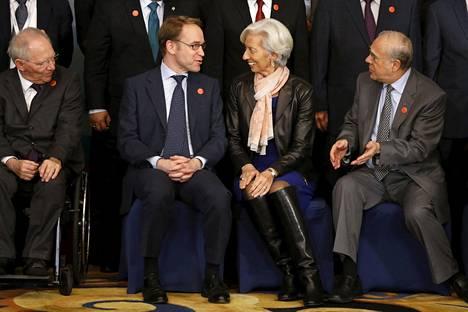 Saksan valtiovarainministeri Wolfgang Schäuble (vas.), Saksan keskuspankin pääjohtaja Jens Weidmann, Kansainvälisen valuuttarahasto IMF:n pääjohtaja Christine Lagarde ja OECD:n pääsihteeri Angel Gurria osallistuivat ryhmäkuvaan G20-maiden valtiovarainministerien ja keskuspankkiirien tapaamisessa Shanghaissa lauantaina.