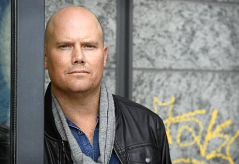 Mattias Edvardssonin romaanissa vanhemmat joutuvat lapsensa tuomareiksi.