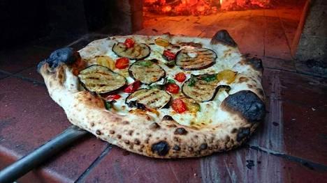Napolilaistyylinen pizza.