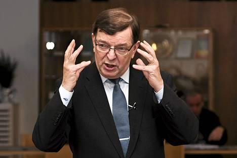 Paavo Väyrynen aloitti kiertueensa syksyn kuntavaalien pohjustamiseksi Joensuussa.
