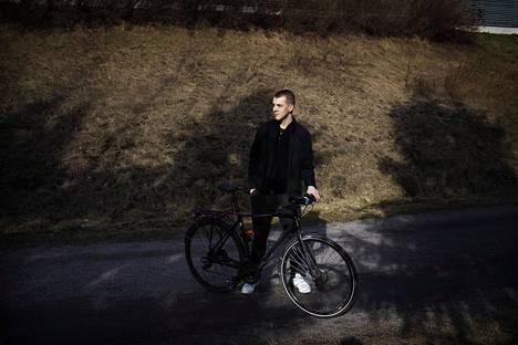 19-vuotias Valtteri Savela koittaa pysyä positiivisena: riskiryhmään kuulumisesta huolimatta hän on nuori ja hyväkuntoinen.