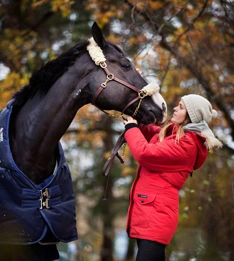 Esteratsastaja Jessica Timgren synnytti esikoisensa alkuvuodesta.<br />Sen jälkeen hän nousi lajinsa huipulle yhdessä hevosensa Vaillantin<br /> kanssa.
