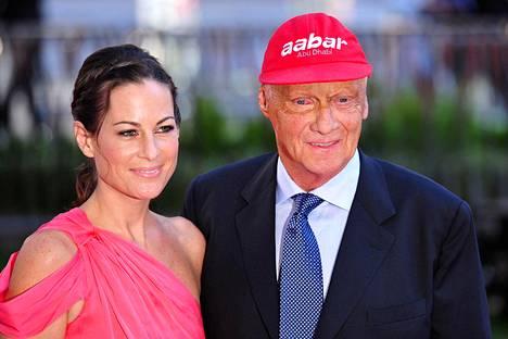 Niki Lauda saapui Rush-elokuvan maailman ensi-iltaan Lontooseen vaimonsa Birgit Wetzingerin kanssa 3. syyskuuta 2013.