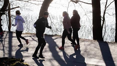 Lenkkeilijät ovat joutuneet ahdistelun kohteeksi Töölönlahdella.