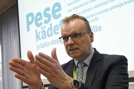 THL:n pääjohtaja Markku Tervahauta THL:n infotilaisuudessa Helsingissä maaliskuussa.