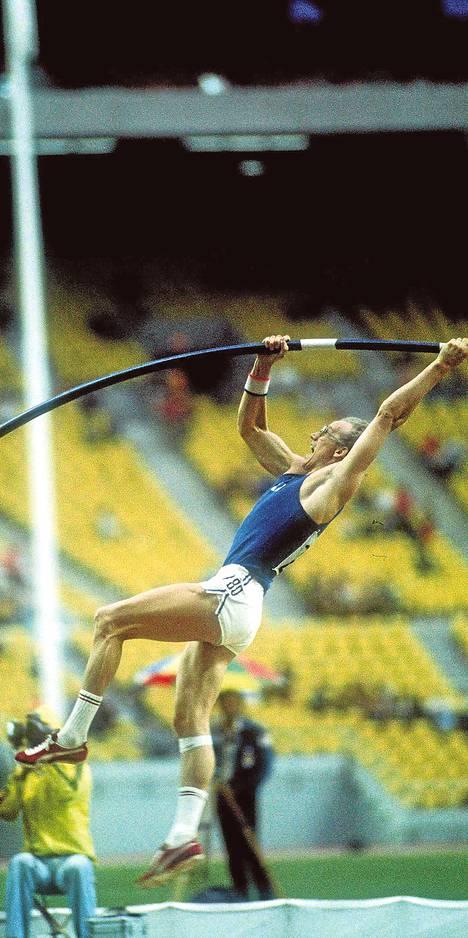 Seiväshyppy oli vahva laji Suomessa 1970-luvulla. Antti Kalliomäki hyppäsi olympiahopeaa Montrealissa 1976 tuloksella 550.