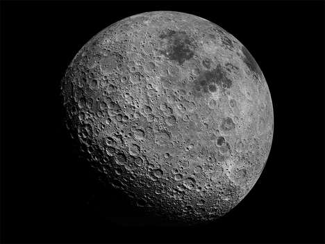 Kraatterien täyttämä pinta ei koskaan näy Maahan.