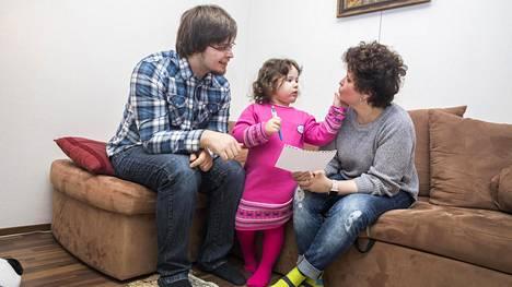 Vera Mustosen ja hänen poikansa Ilja Abramov ovat sekä Suomen että Venäjän kansalaisia. Myös Abramovin Zoja-tyttärelle on tarkoitus hakea kaksoiskansalaisuutta.