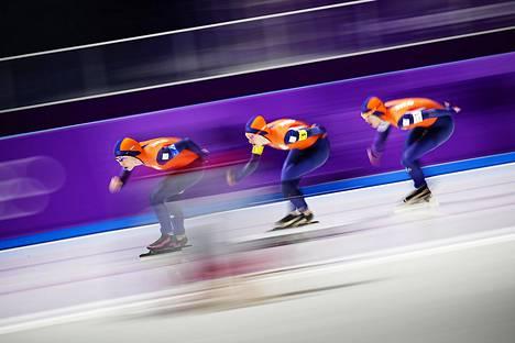 Alankomaiden joukkue teki olympiaennätyksen naisten joukkuepikaluistelun neljännesvälierässä.