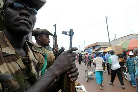 Sotilaat partioivat Banguin kaduilla heinäkuun lopulla. Väkivalta on rehottanut Keski-Afrikan tasavallassa viimekeväisestä vallankaappauksesta lähtien.