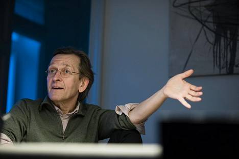 Martti Koskenniemi on Helsingin ja New Yorkin yliopistojen professori sekä Helsingin yliopiston Erik Castén -instituutin johtaja.