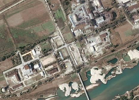 Satelliittikuva Yongbyonin ydinvoimalasta Pohjois-Koreassa.