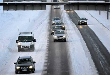 Joulun paluuliikennettä 3-tiellä Vantaan kohdalla tapanipäivänä.