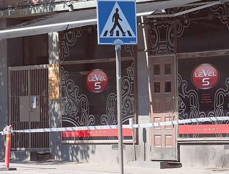 Poliisi eristi Level 5 -ravintolan tutkinnan ajaksi viime toukokuussa.