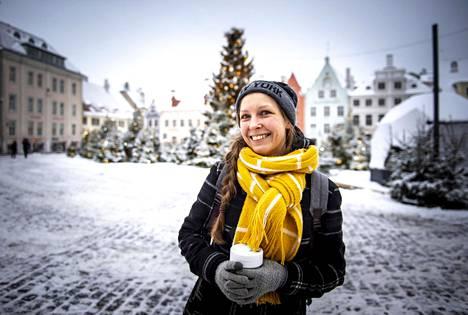 """""""Parempi myöhään kuin ei milloinkaan"""", kommentoi tallinnalainen Madle Saluveer pääministeri Jüri Rataksen eroa keskiviikkona."""