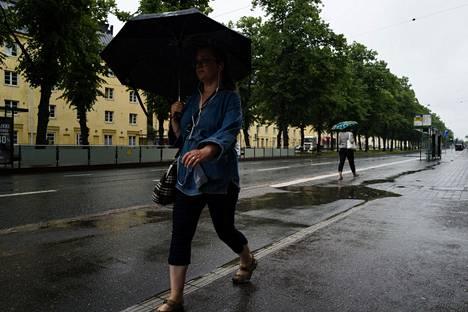 Tiistaiaamu Mäkelänkadulla Helsingissä.
