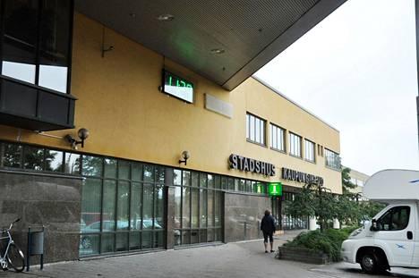 Paraisten kaupungintalon vieressä olevassa virastotalossa sijaitsee Paraisten lastensuojelun toimipiste.