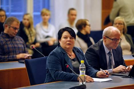 Terhi Kiemunki oli syytettynä blogikirjoitusta koskevassa oikeudenkäynnissä Pirkanmaan käräjäoikeudessa 21. marraskuuta.
