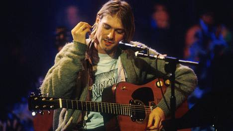 Kurt Cobain ja puoliakustinen Martin-kitara MTV Unplugged -esityksen nauhoituksissa Sonun studioilla New Yorkissa marraskuussa 1993.