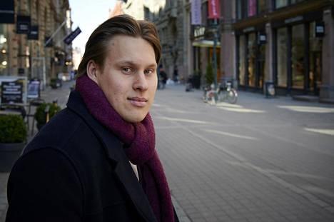 """Aalto-yliopistossa rahoitusta opiskeleva Mikko Ilmonen on tämän kevään työharjoittelussa liikkeenjohdon konsultointia tekevässä yhtiössä, mutta hän aikoo valmistua ennen kuin opintolainan hyvityksen kuuden vuoden aikaraja umpeutuu. """"Opintoja on noin vuosi vielä jäljellä."""""""
