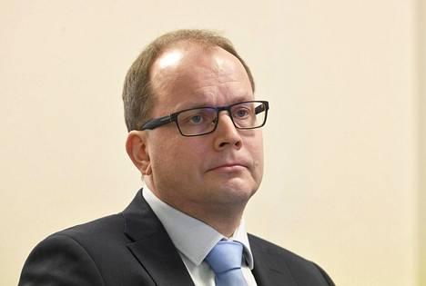 Huoltovarmuuskeskuksen johtaja Tomi Lounema hallituksen koronatilannekatsauksessa Helsingissä 27. maaliskuuta 2020.