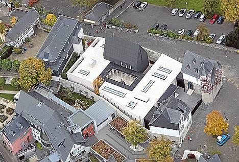Limburgin piispan virka-asunto on noussut julkisuusmylläkkään Saksassa. Virka-asunnossa on myös piispan toimisto.