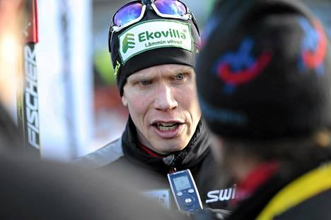 Juha Lallukan kommentit kiinnostivat toimittajia Vaajakosken SM-kisoissa.