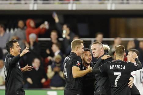 Wayne Rooney juhli tehtyään kolmannen maalinsa lauantai-illan ottelussa.