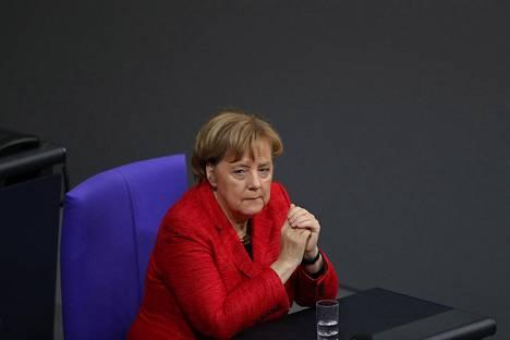 Liittokansleri Angela Merkelin aikaa on leimannut laaja luottamus Saksaan.