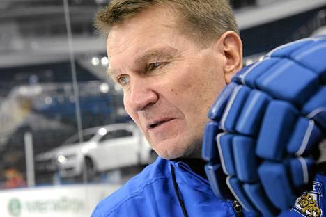 Erkka Westerlund uskoo kapea kaukalon sopivan Suomelle.