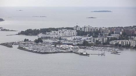 Lauttasaari valittiin vuoden kaupunginosaksi, ja se oli useana vuonna aiemminkin ollut kärkikahinoissa mukana. Ilmakuvassa osa saaren Vattuniemeä.