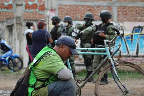 Guanajuaton osavaltio on kärsinyt huumeväkivalta- ja huumeongelmasta jo pitkään. Irapuaton kaupungissa 26 ihmistä kuoli heinäkuun alussa, kun aseistettu mies hyökkäsi huumekuntoutuskeskukseen. Samankaltaisia tapauksia on usein huumekartellien yhteenottojen vuoksi.