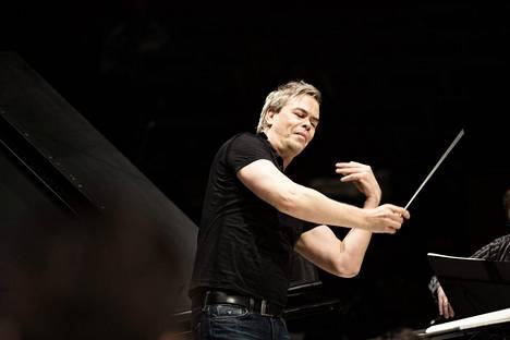 Hannu Linnun ja RSO ovat Lutoslawski-levytyksellään ehdolla Grammyn saajiksi.
