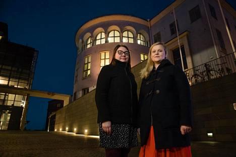 Tutkijat Suvi Jokila (vas.) ja Sonja Kosunen selvittivät, millaisia alueellisia eroja valmennuskurssien tarjontaan liittyy.