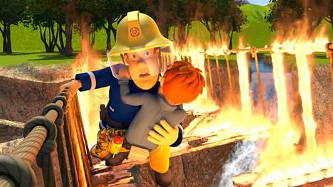 Palomies Sami tekee tovereineen töitä Ponttipantin pikkukaupungissa.