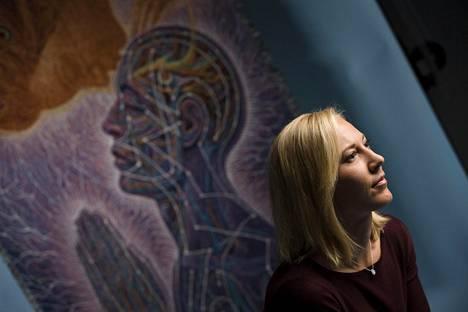 """""""Emme vielä tiedä, miten psilosybiini vaikuttaa masentuneen aivoissa niin, että oireet lievenevät aika nopeasti ja saattavat pysyä poissa pitkäänkin"""", Mona Moisala sanoo."""