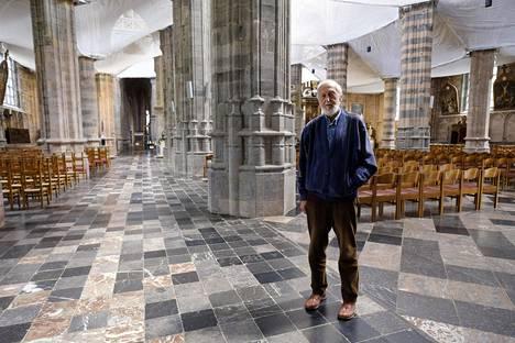 Saint-Hubertin kirkon vapaaehtoistyöntekijä André Luzot harmittelee, ettei belgialaisia enää näy kirkossa. Kirkon vilkkain päivä on vuosittain 3. marraskuuta, kun ihmiset tuovat eläimiään papin siunattavaksi.